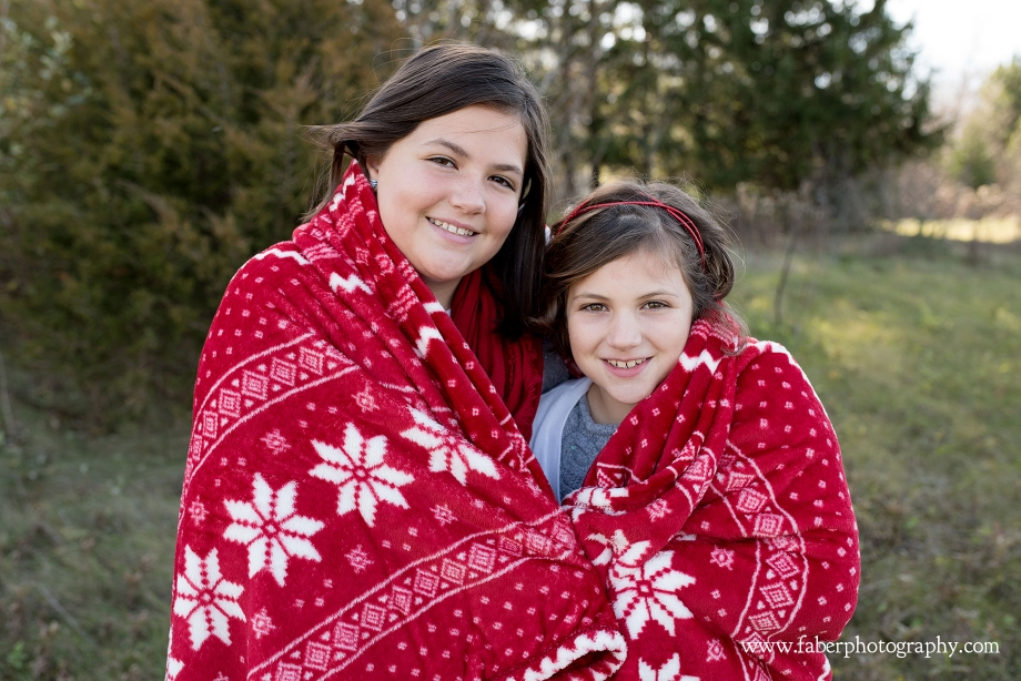 West Bend Wisconsin Outdoor Christmas Mini Session Photos