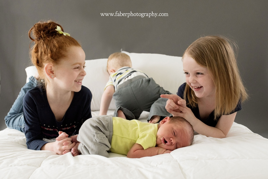 Newborn Sibling Bed Photos